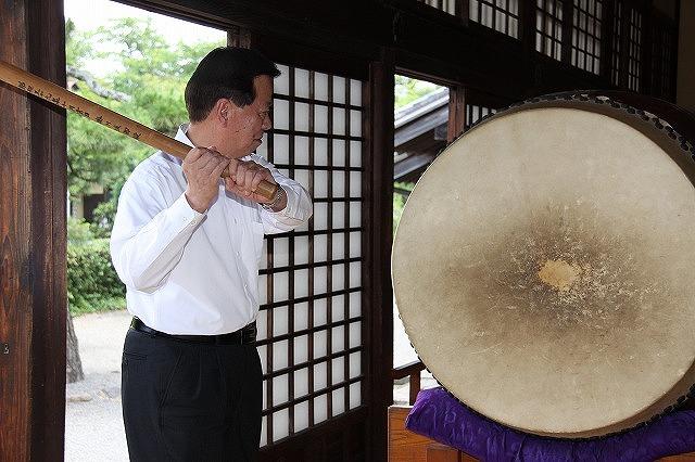 時の記念日太鼓打ち鳴らし式