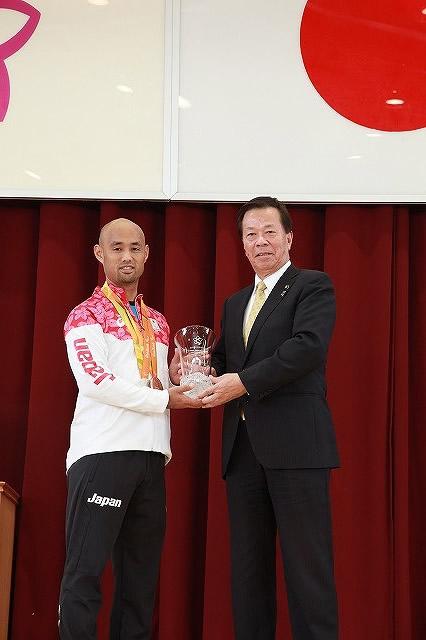 山本選手市民栄誉賞贈呈